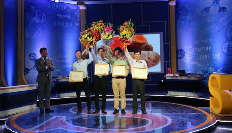 Hình 4: Hình ảnh đội chơi tham gia Sáng Tạo Việt